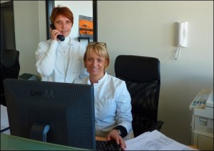 Sylvie et Evelyne à votre écoute.